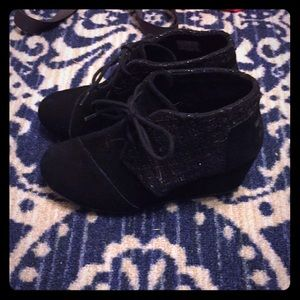 TOMS wedge shoes, size 6